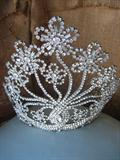 Amazing, Pageant Crown